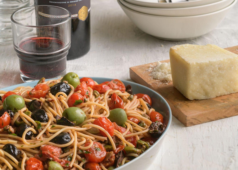 Spaghetti alla Puttanesca Harlot-Style Spaghetti